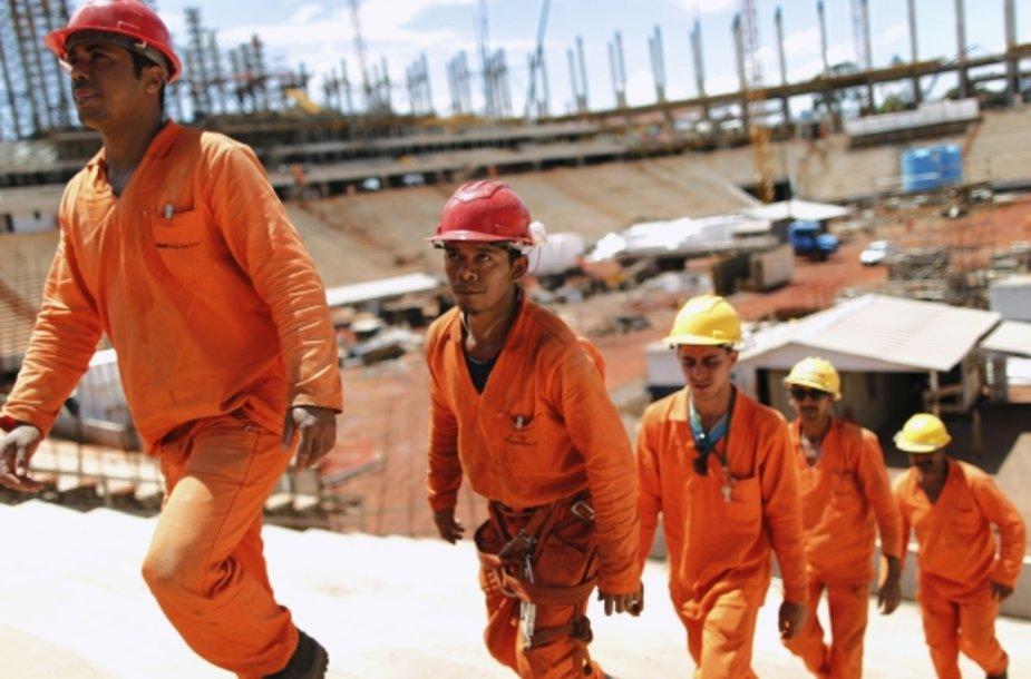 Brazilijos darbininkai Naionaliniame stadione