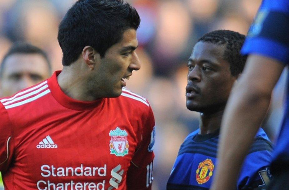 Spalį Luisas Suarezas (kairėje) ir Patrice'as Evra susistumdė po rasistinių urugvajiečio užgauliojimų