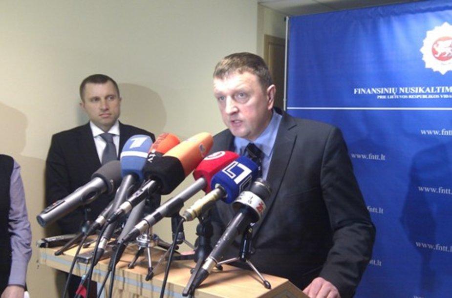 Buvęs FNTT vadovas Vitalijus Gailius (dešinėje) ir jo pavaduotojas Vytautas Giržadas (kairėje)