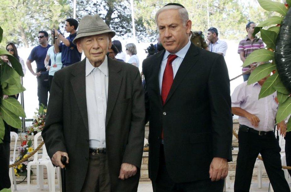 Izraelio premjeras Benjaminas Netanyahu (dešinėje) su tėvu istoriku Benzionu
