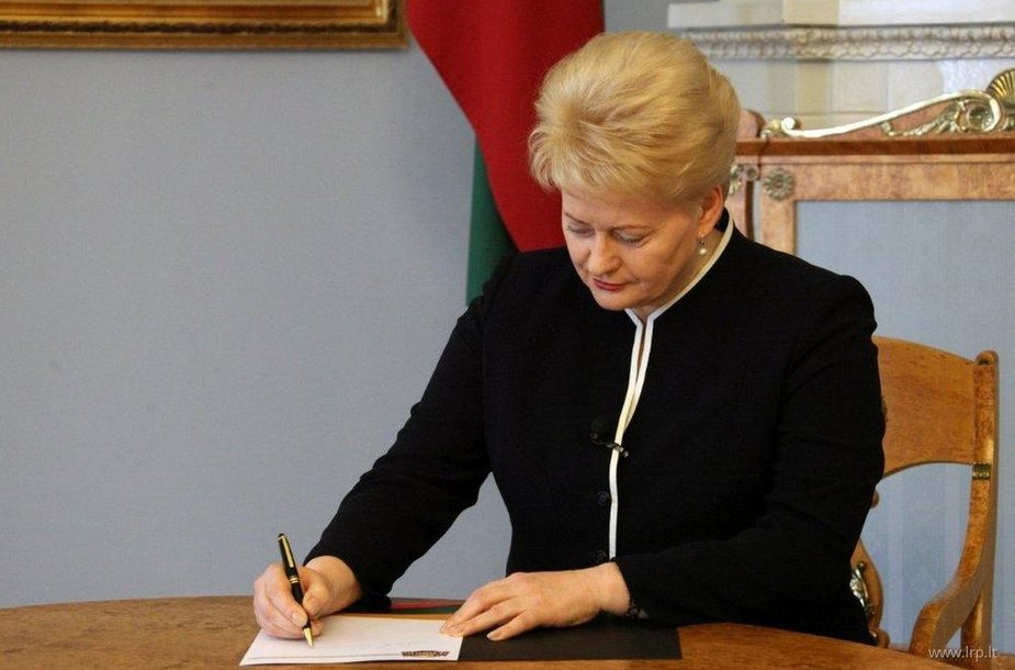 Dalia Grybauskaitė pasirašė Seimo priimtas Šilumos ūkio įstatymo pataisas, kurios užtikrins konkurenciją šilumos gamyboje ir leis atpiginti šildymą.