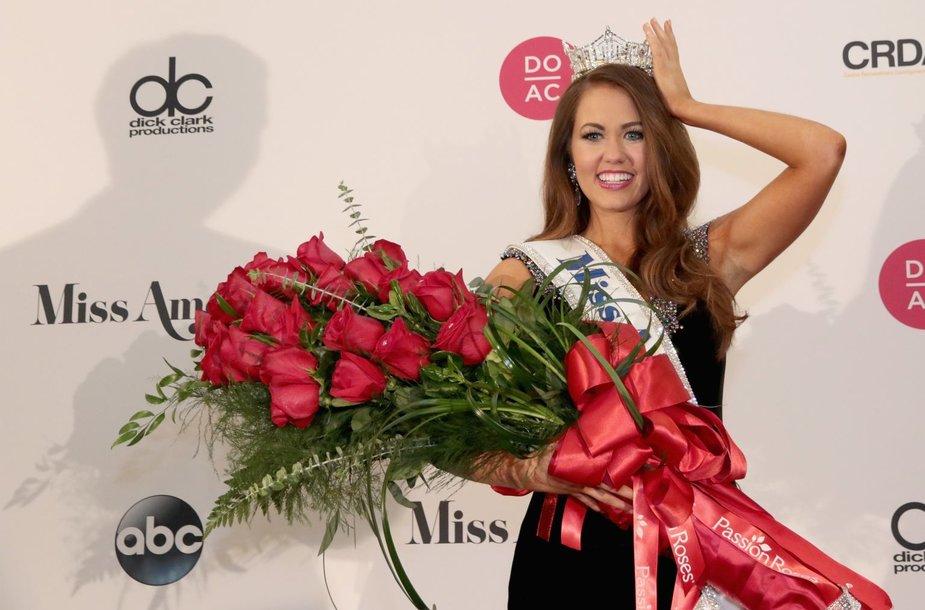 """""""Mis Amerikos"""" nugalėtoja Cara Mund"""