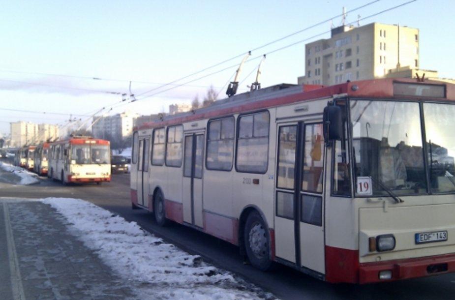 Ketvirtadienį dėl kontaktinio tinklo avarijos Vilniuje nevažiavo 11, 16 ir 19 maršrutų troleibusai, gyventojai patyrė daugybę nemalonmų.