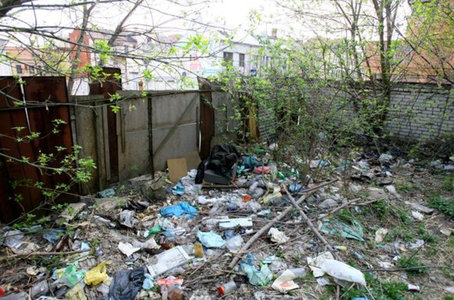Miesto centre esančią teritoriją kasmet užteršia valkatos ir girtuokliai.