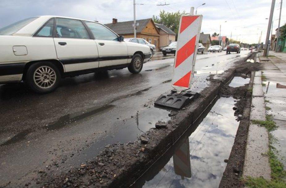 Jurbarko gatvė ir šaligatviai sulaukė remonto.