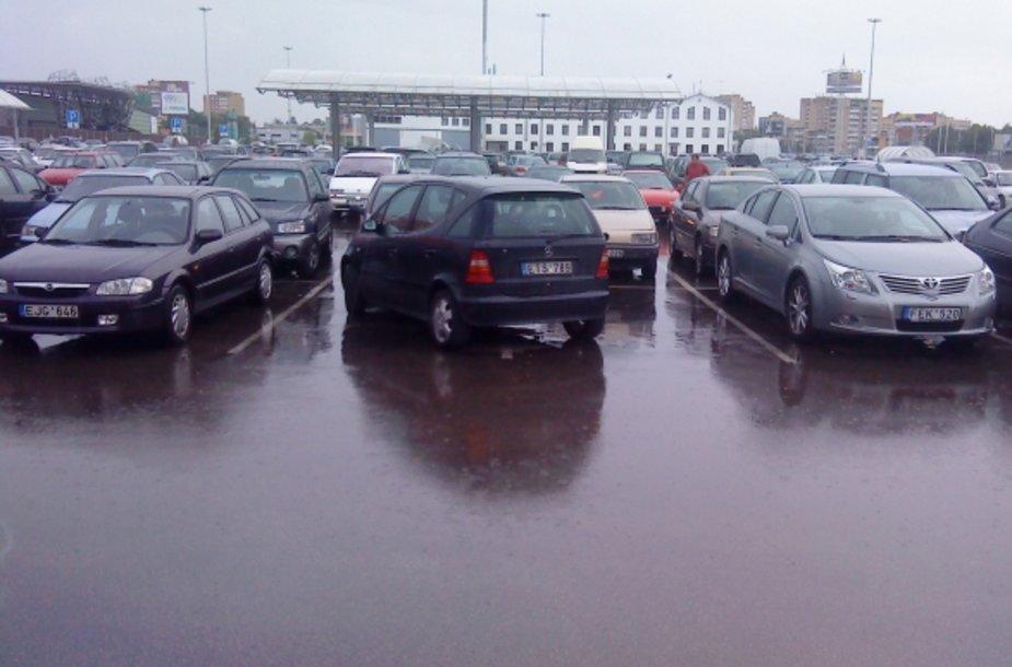 """""""Mercedes-Benz A"""" prekybos centro aikštelėje"""