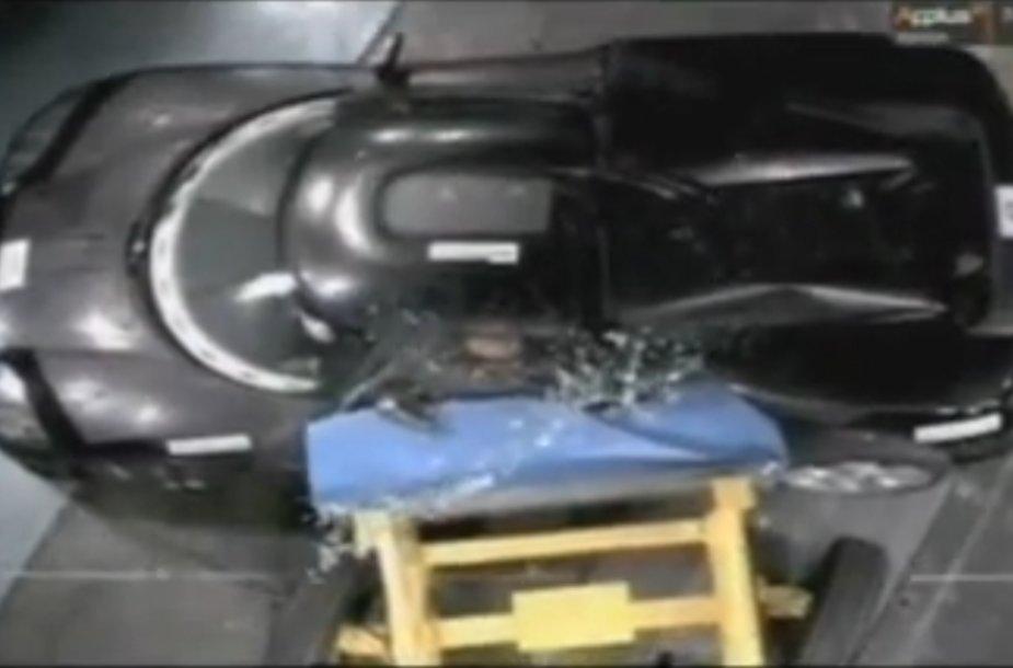 """Koenigsegg Agera"" saugumo teste"