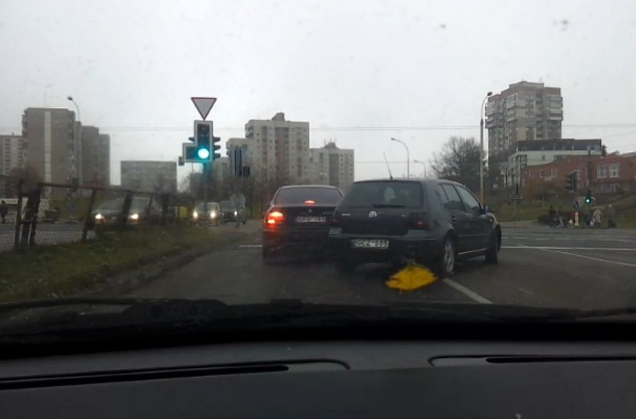 """Volkswagen Golf"" apvažiuoja BMW 5"