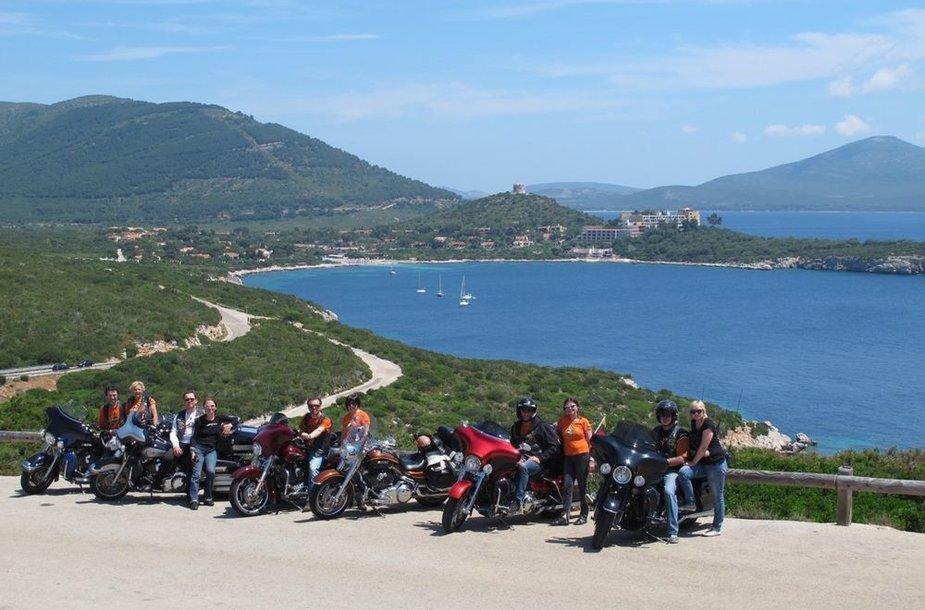"Motociklininkai su ""Harley-Davidson"""