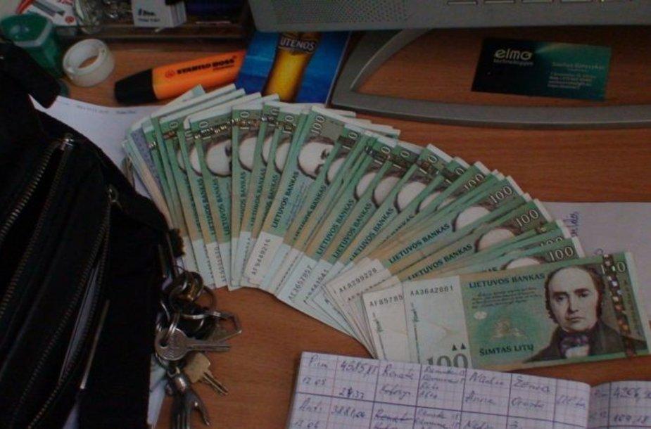 Vokeliuose išmokėti pinigai