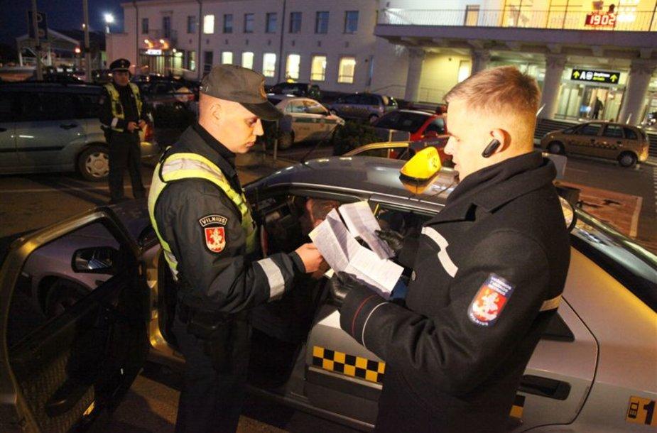 Policija tikrina taksistus