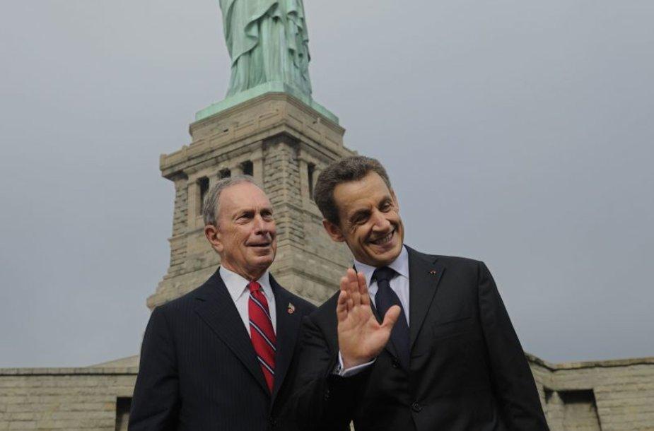 """Nicolas Sarkozy aplankė Niujorke esančią """"Laisvės statulą""""  125-ųjų metinių proga"""