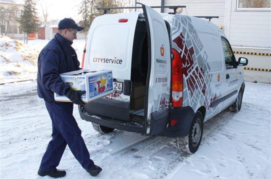 """Prieš Kalėdas """"Maisto banko"""" parama atkeliaus į vargstančiųjų namus"""