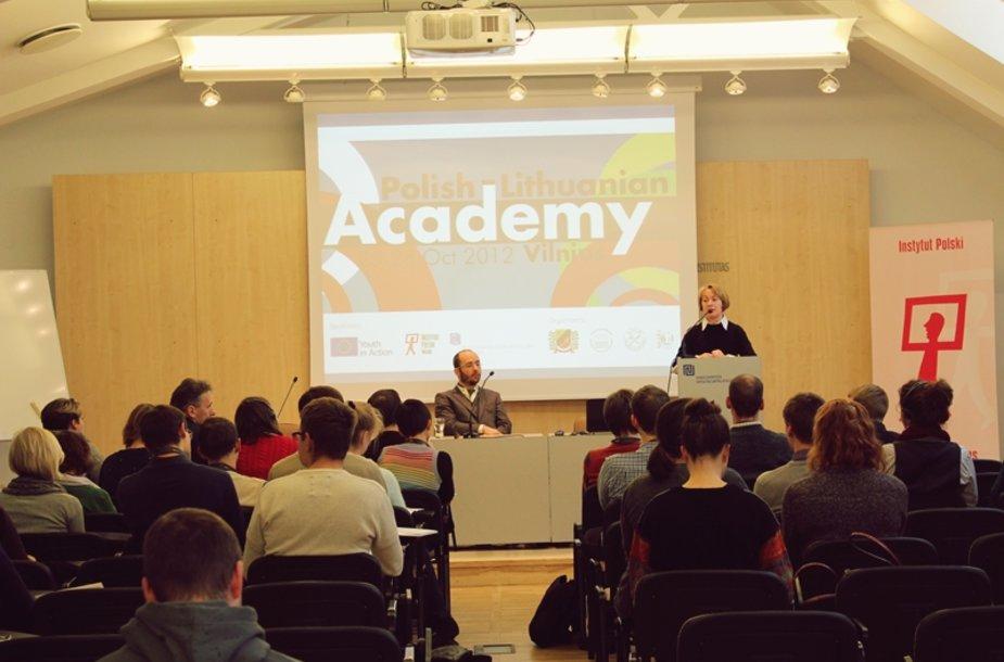 Studentai iš Lenkijos ir Lietuvos ieškojo bendros perspektyvos 2012 spalio 25-28 d. Vilniuje vykusioje Lenkijos-Lietuvos akademijoje.