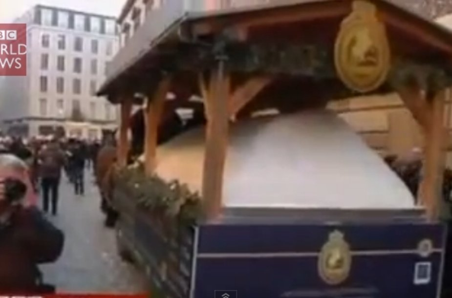 Vokietijos mieste Drezdene surengta prieškalėdinė šventė, kurios ašimi tapo vieno metro aukščio ir trijų tonų svorio kalėdinis pyragas.