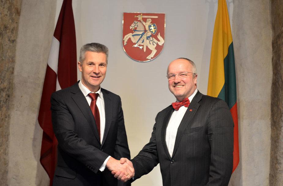 Latvijos gynybos ministras  dr. Artis Pabriks su Lietuvos krašto apsaugos ministru Juozu Oleku