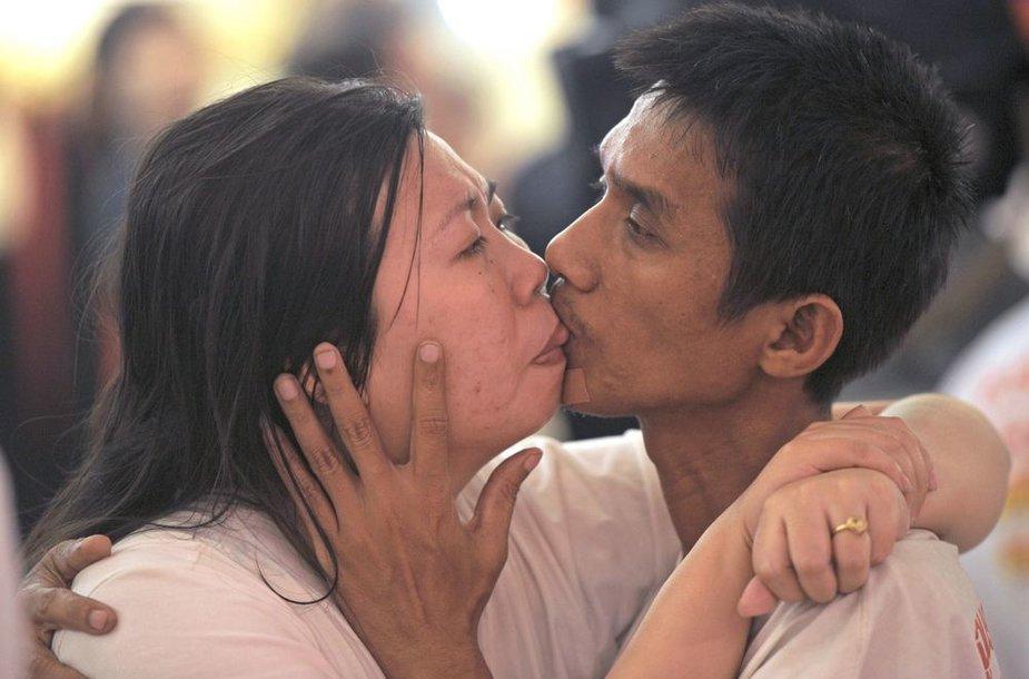 Ekkachai Tiranaratas ir Laksana bučiavosi 58 valandas, 35 minutes ir 58 sekundes.