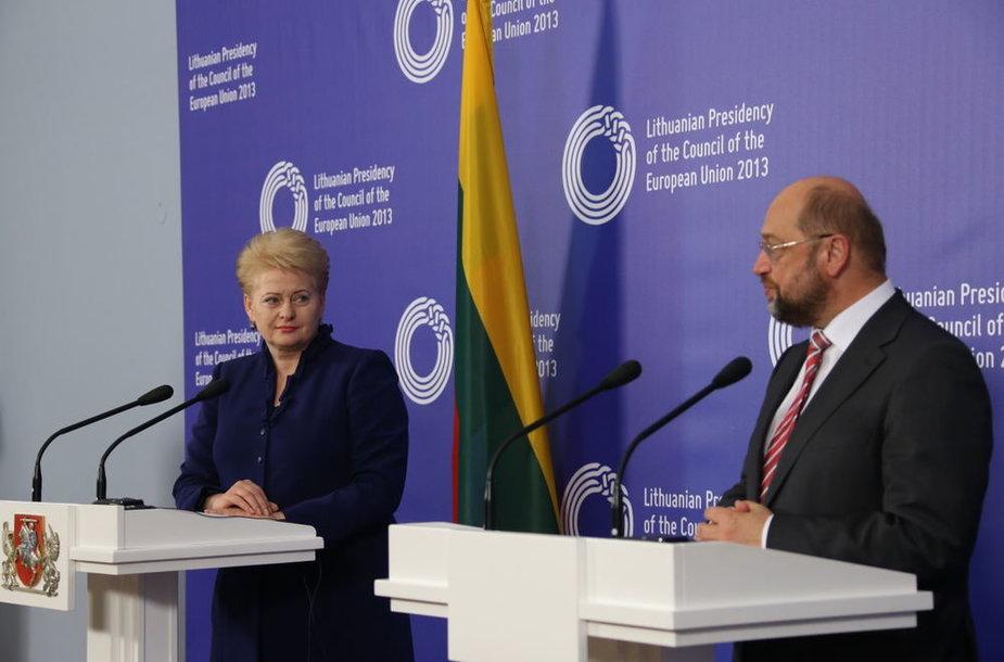 Lietuvos Respublikos Prezidentė Dalia Grybauskaitė kartu su Europos Parlamento (EP) pirmininku Martinu Schulzu