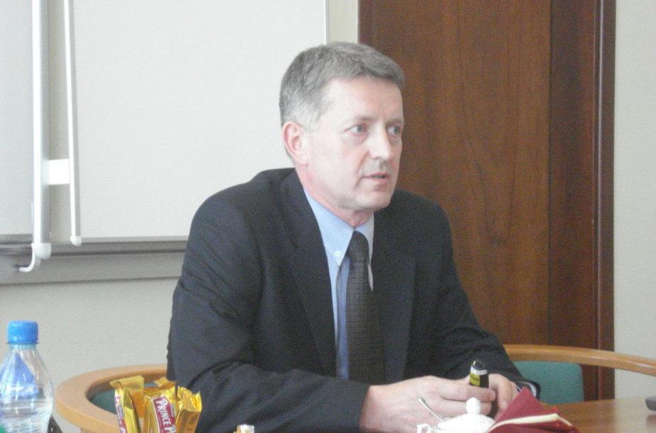 Gdynės uosto direkcijos viceprezidentui W.Tankiewicziui nereikia ieškoti pinigų, jam svarbiausia rasti, kur juos investuoti
