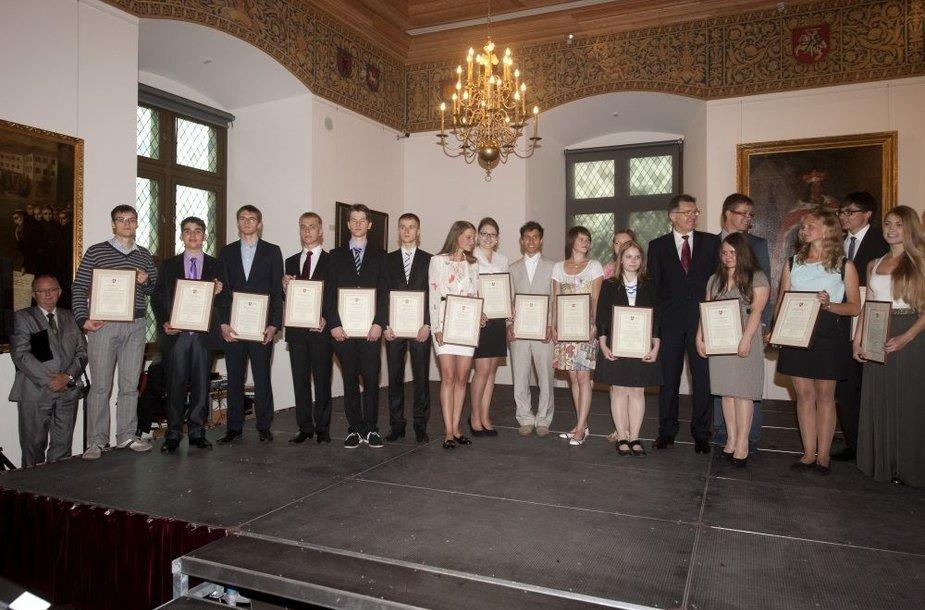 Geriausius šių metų abiturientus sveikino premjeras Algirdas Butkevičius ir švietimo ir mokslo ministras Dainius Pavalkis