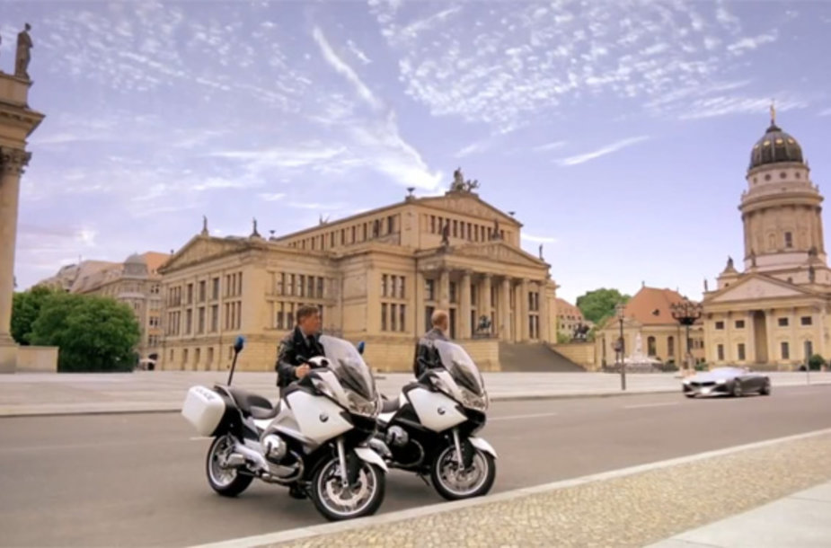 "BMW motociklai bei ""ConnectDrive Vision Roadster"" automobilis"