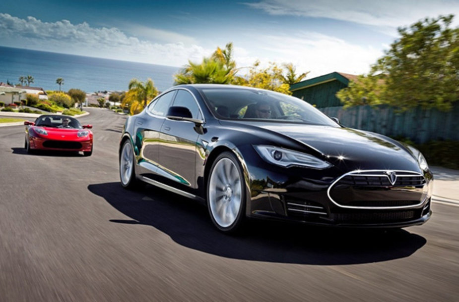 """Tesla Roadster"" ir ""Tesla Model S"""
