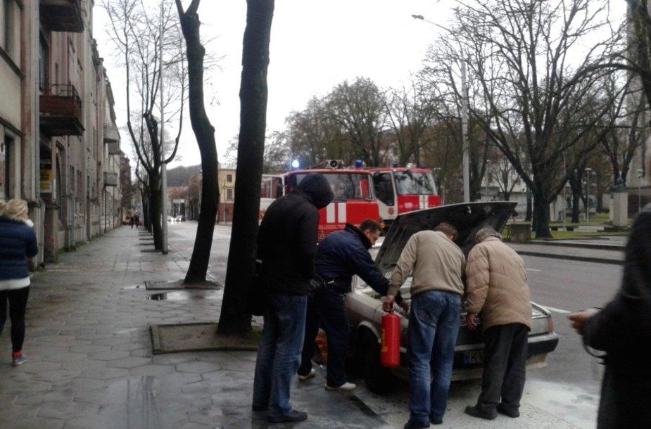 Kaune užsidegė automobilis