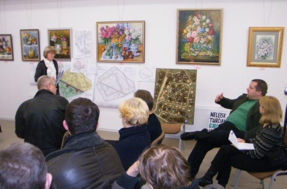 Gyventojų neįtikino projekto organizatorių pažadai dalį teritorijos palikti prieinamą visiems.