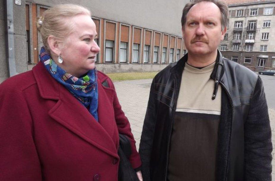 A.Mieleikienė ir A.Sugintas įsitikinę, kad teatro vadovas siekia su jais susidoroti.