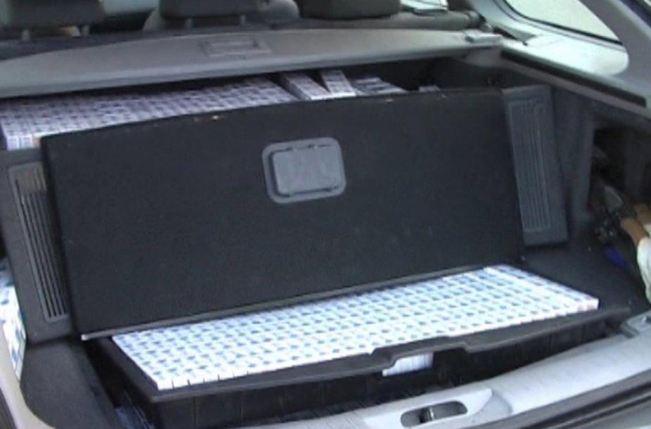 Automobilyje slėptos cigaretės