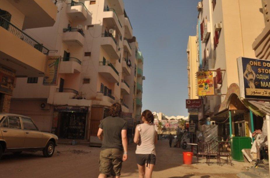 Vaikščiojant Hurgados gatvėmis iš visų pusių girdėsite egiptiečius sveikinantis lietuviškai