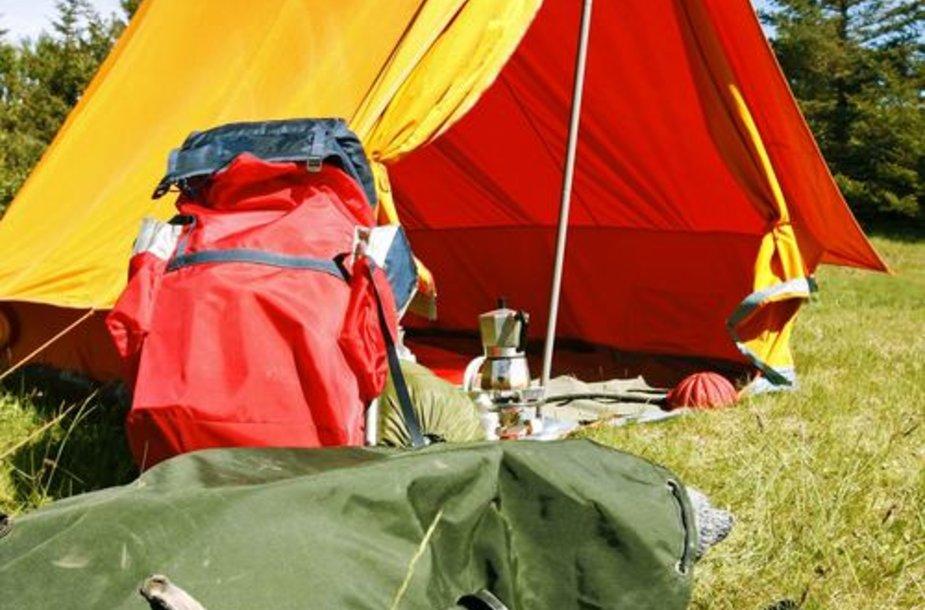 Palapinė ir kuprinė – vieni svarbiausių stovyklavimo rekmenų