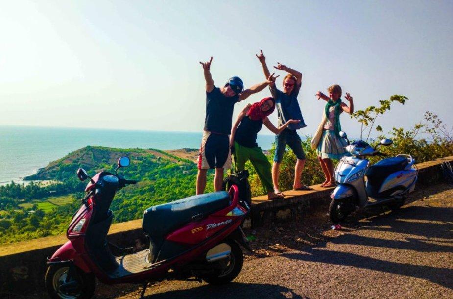 Viena smagiausių atrakcijų Gokarnoje – palakstyti pakrante motoroleriu