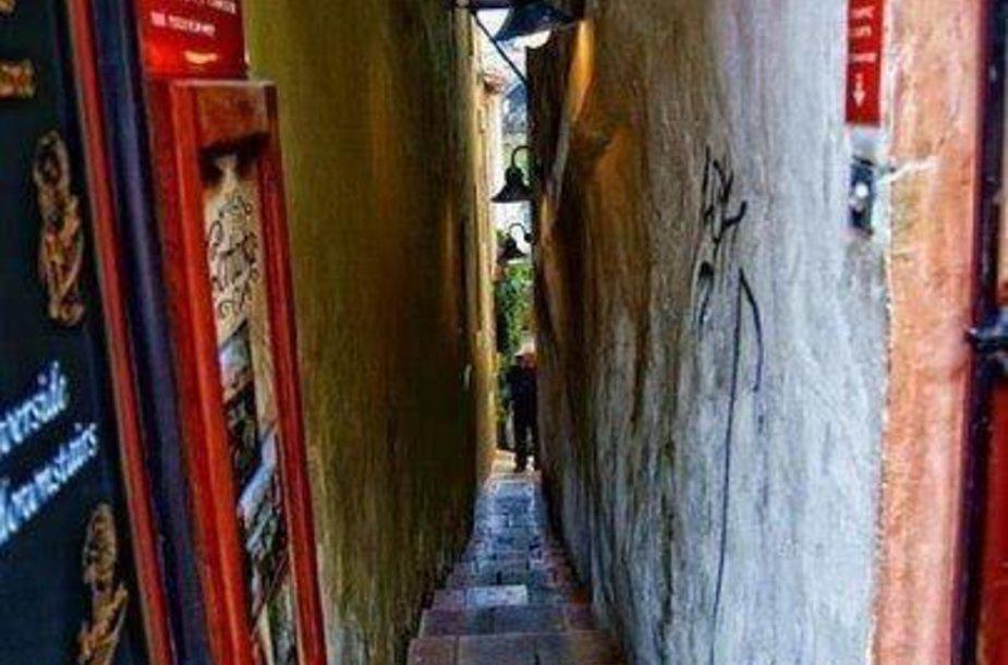 Siauriausia Prahos gatvė – vos 70 cm pločio