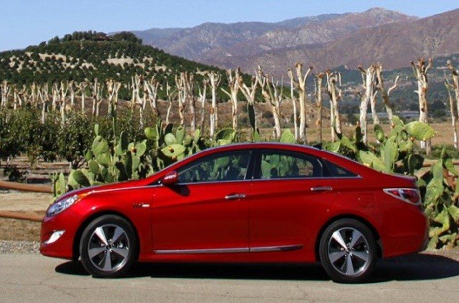 """""""Hyundai"""" siūlo baterijos garantiją """"Sonatai"""""""