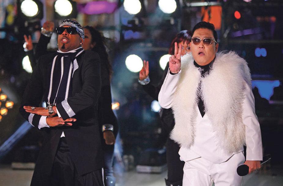 PSY и MC Hammer встречали Новый год вместе с миллионной толпой на площади Таймс-Сквер в Нью-Йорке.
