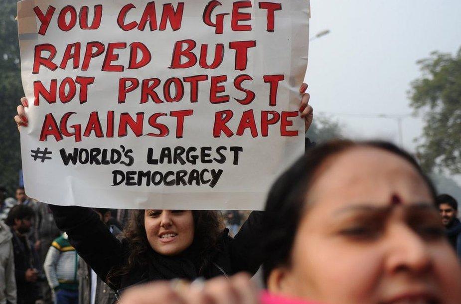 Участники демонстраций в Индии требуют ввести смертную казнь за изнасилования.