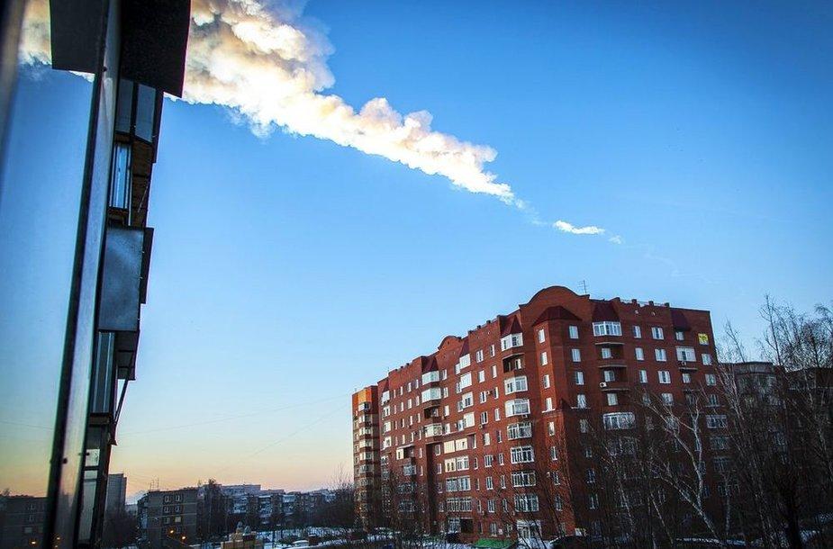 След от метеорита в небе над Челябинском