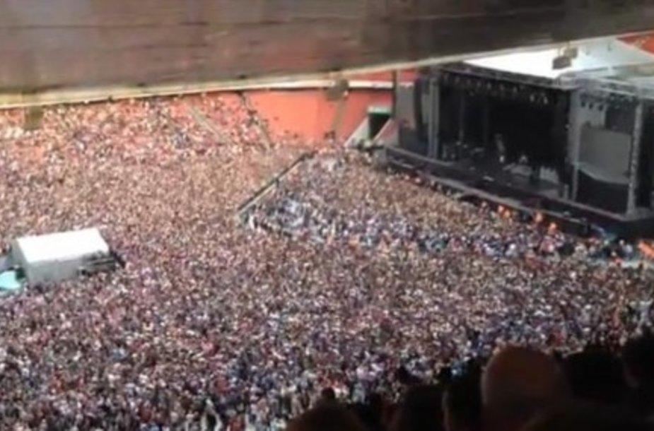 60 тысяч человек на стадионе исполнили хит Queen
