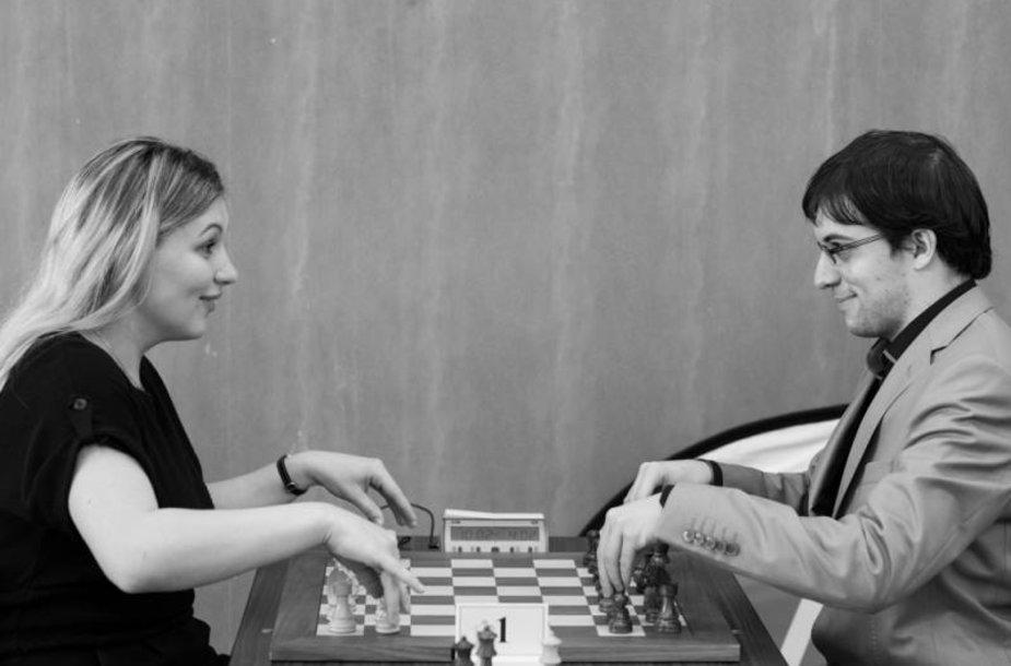 Almira Skripčenko (kairėje) / PokerStarsBlog.com nuotr.