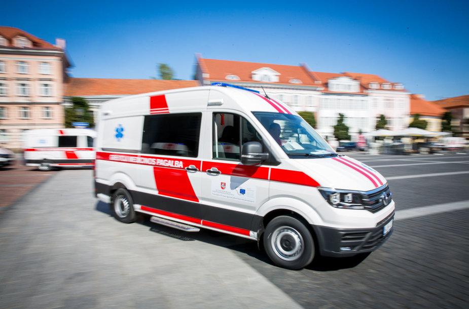 Naujų greitosios medicinos pagalbos automobilių perdavimas
