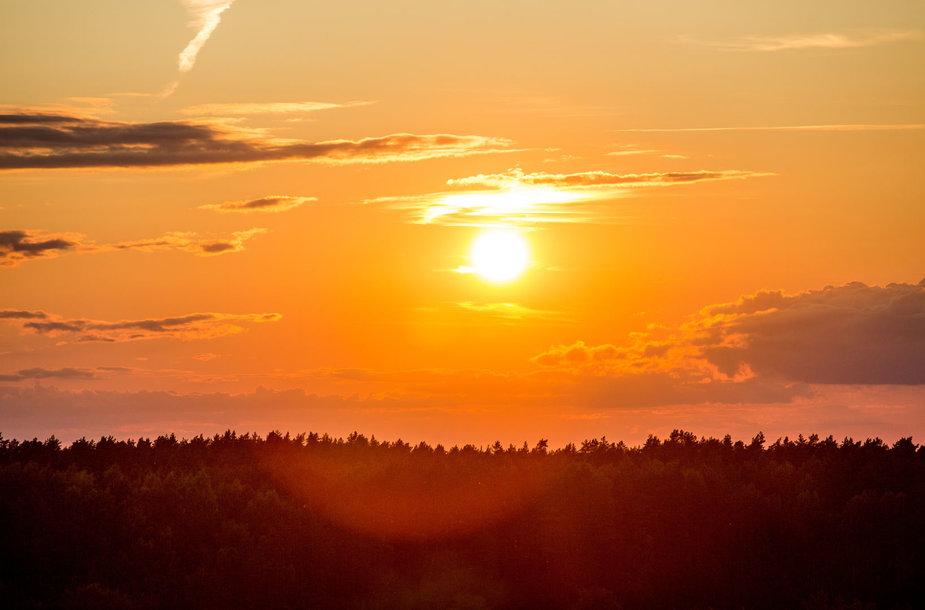 Saulėlydis nuo Mindūnų apžvalgos bokšto