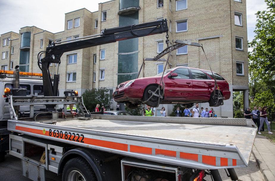 Bešeimininkių automobilių nutempimo darbai