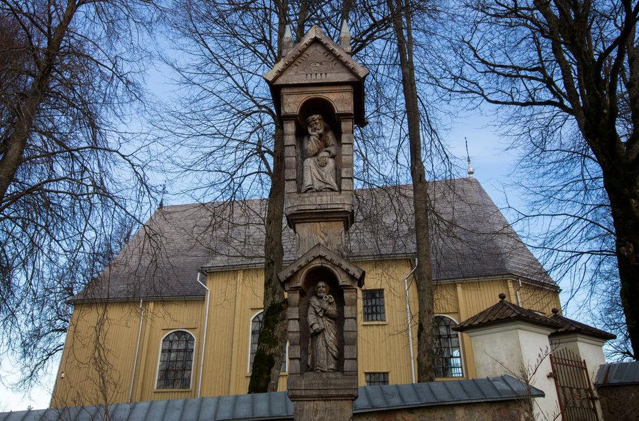 Platelių Šv. apaštalų Petro ir Pauliaus bažnyčia