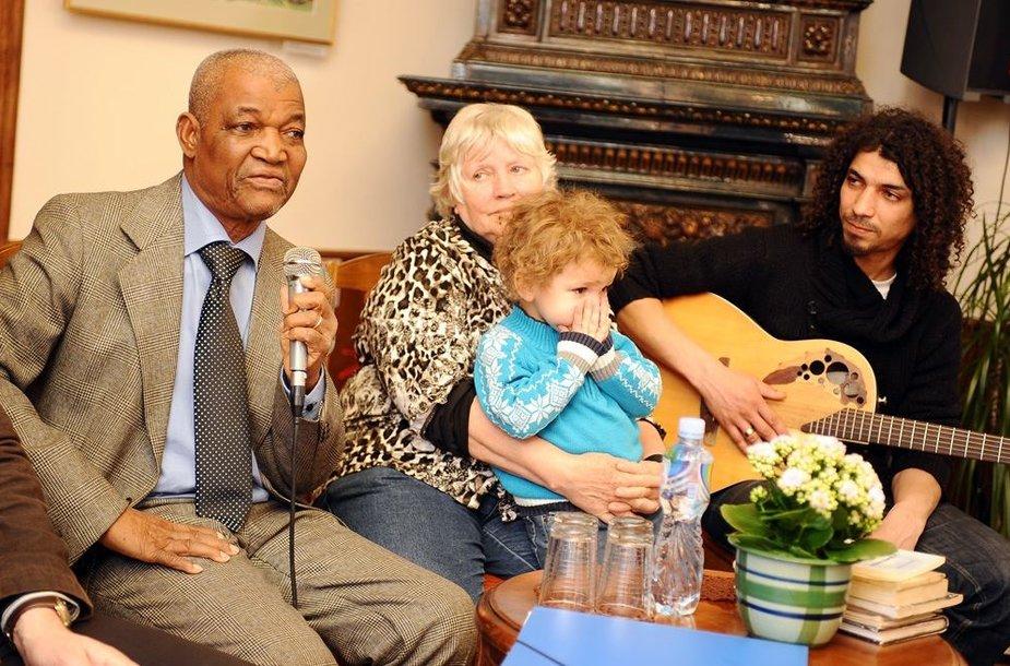 Gaoussou Diawara, Viktorija Prėskienytė-Diawara su anūku Kipru ir Viktoras Diawara