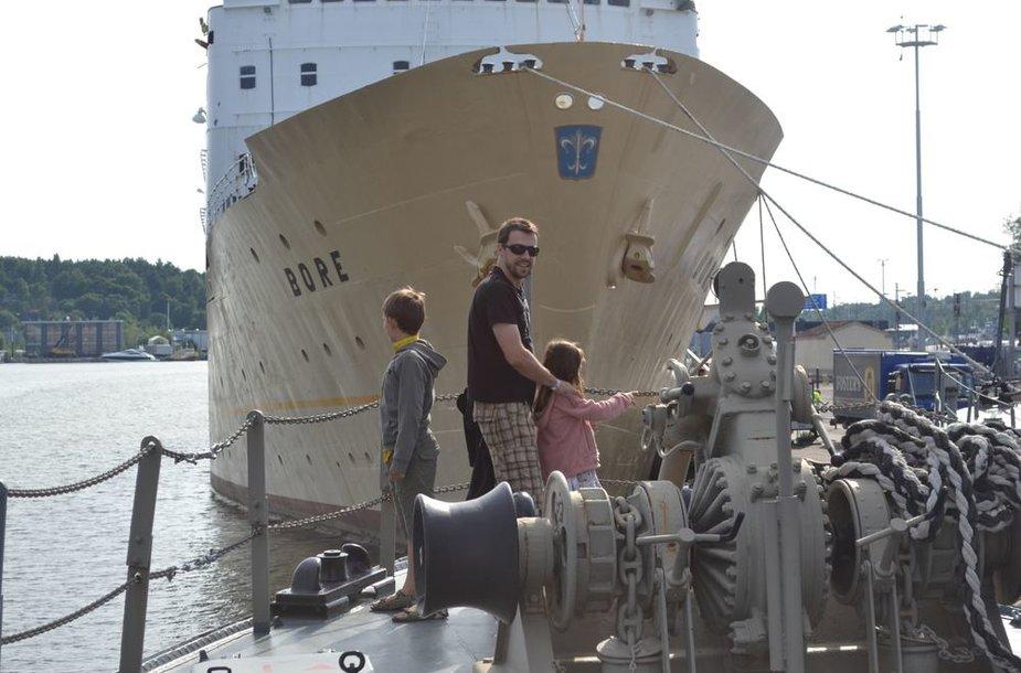 Tomas Ališauskas su vaikais