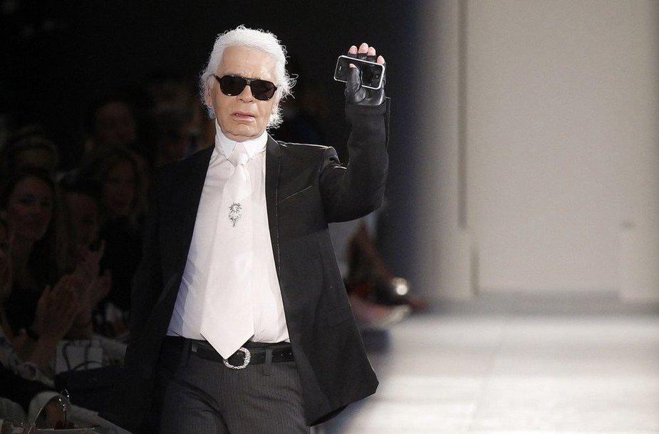 """Chanel"" kolekcijos dizaineris Karlas Lagerfeldas"