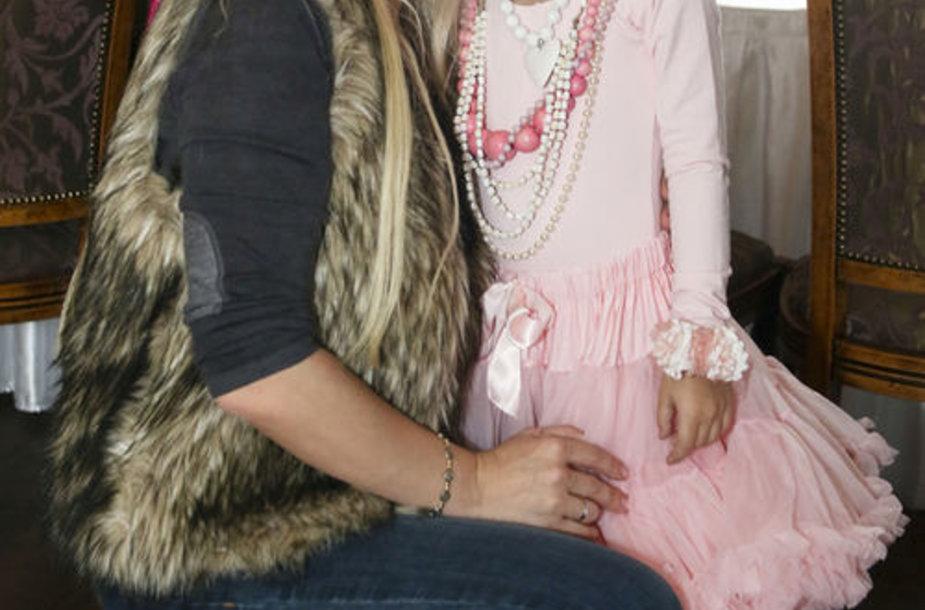 Dainininkė Diana Dargienė su dukra Une