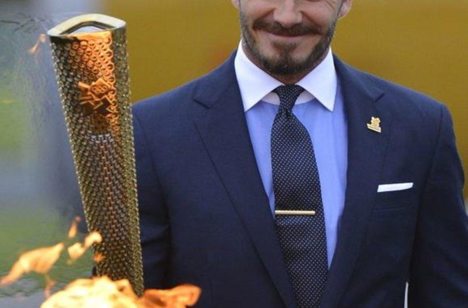 D. Beckhamas su olimpinės ugnies fakelu