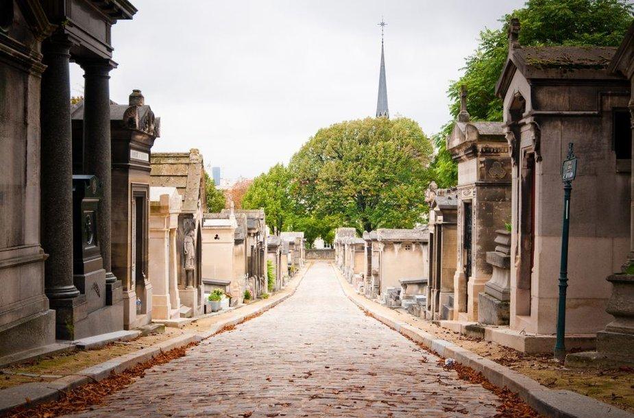 Per Lašezo kapinės Paryžiuje